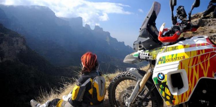 online datovania Dirt Bike Srbský datovania Kanady